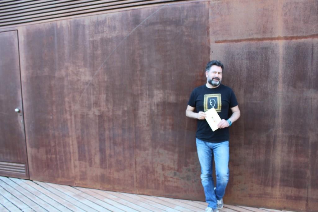 El poeta, Antonio Aguilar, habla para Melones el Abuelo