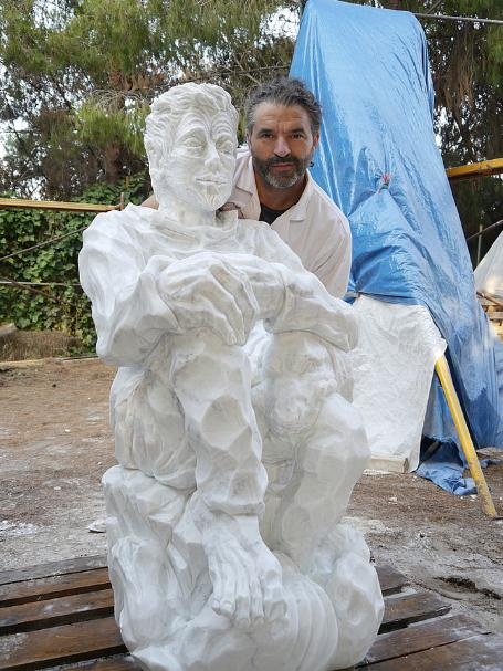 El artista y escultor, Antonio Soler, habla en la sección cultural de Melones el Abuelo, cultivamos con